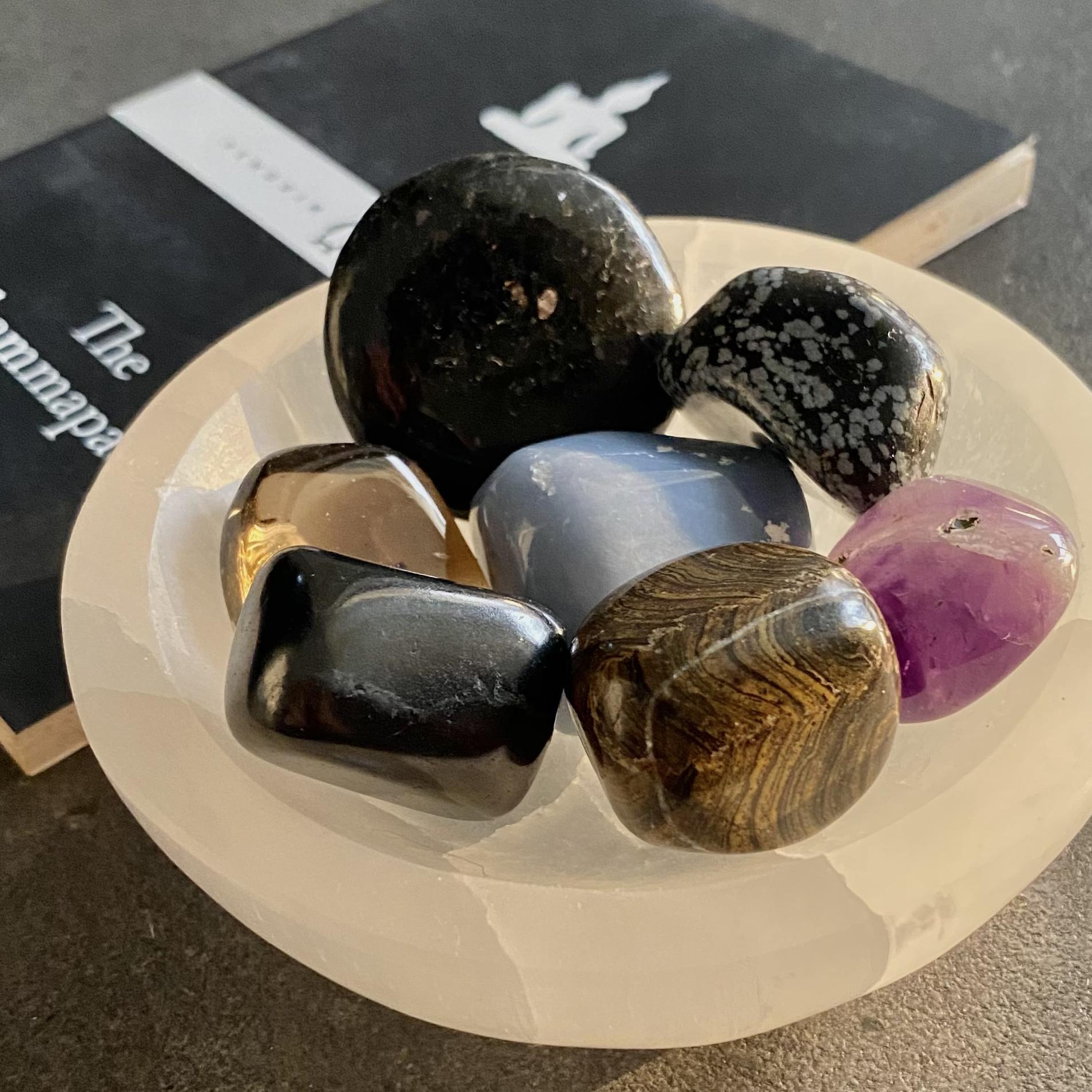 Crystals%20%2B%20Selenite%20bowl.jpg?1631590008186